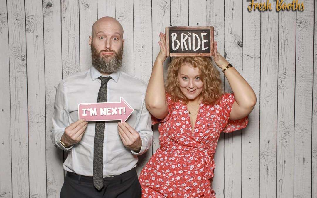 How much does it cost to hire a photo booth for a wedding?